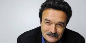 Le machiavélique ennemi moustachu de Finki, Edwy Plenel, a peut-être besoin d'un suppositoire mesutözil