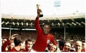 Les anglais ont gagné la Coupe du Monde en 1966. Tout juste 50 ans avant ce but de Welbeck.