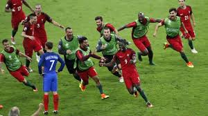 Griezmann est plus triste que tous les supporters réunis. Mais respectons la joie des Portugais. Malgré tout ils sont bien sympathiques.