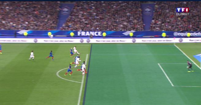 Comment juger du moment où le ballon quitte le pied de Jordi Alba ? On ne le voit même pas !