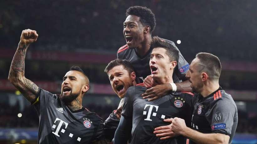 Célébration hors de proportion de Bavarois en extase pour un but marqué à 11 contre 10 face à des Gunners totalement assommés par un arbitrage ahurissant