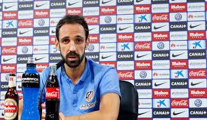 Juanfran a une tête de cycliste basque. Pas étonnant qu'il ait loupé son tir au but. En plus il boit n'importe quoi.