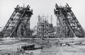 Des ingénieurs ont déjà imaginé le démontage de la Tour Eiffel. Ici une représentation de la dernière phrase de l'opération.