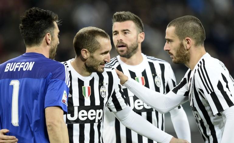 Buffon, Chiellini, Barzagli et Bonucci sont toujours aussi efficaces. On aurait aimé pouvoir juger leur performance dans une environnement plus neutre.