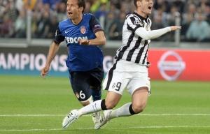 Morata perpétue avec abnégation la tradition de la Juve et des grands anciens Zidane et Inzaghi. L'ébauche d'un contact et il s'effondre en hurlant. Nouveau pénalty injustifié contre Monaco.