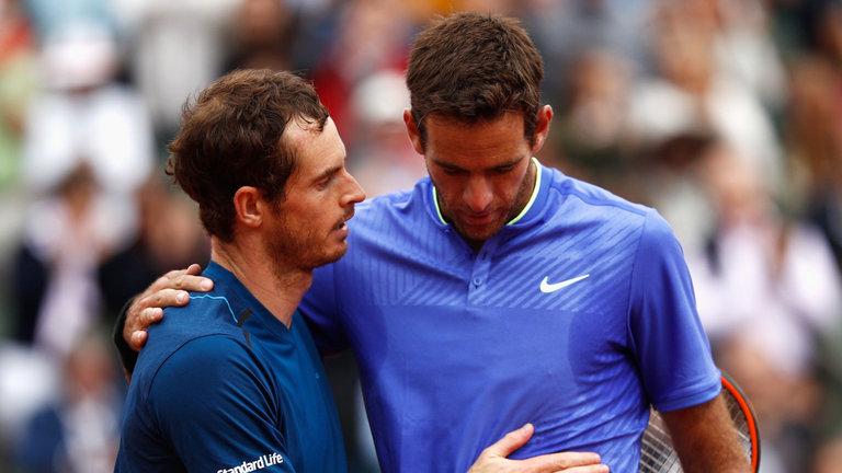 Murray réconforte très sportivement son adversaire malheureux. Très beau geste. Mais je n'en ai que faire si au même moment sur un autre court un match se décide.