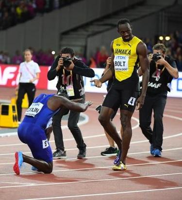 J'ai rarement vu un geste d'une telle noblesse sur une piste d'athlétisme. C'est la défaite de Bolt qui l'a rendu possible.