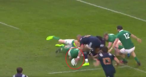 En soumettant notre essai à la vidéo Nigel Owens a trouvé la petite bête. Pourquoi n'a-t-il pas fait pareil pour l'essai irlandais ?