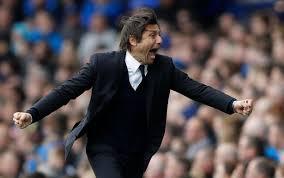 Antonio Conte fête le premier but de Chelsea. Ou le troisième, allez savoir.