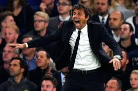 Antonio Conte fête la quatrième but de son équipe. Ou de doublé d'Eden Hazard. Je ne sais plus.