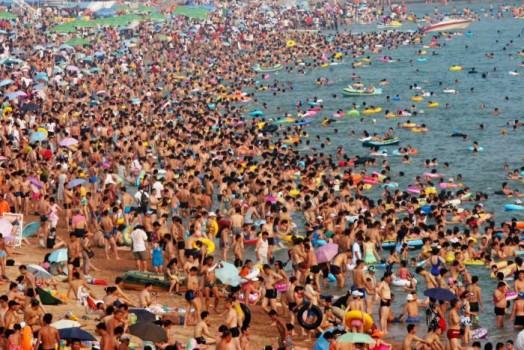 Le nombre des Chinois n'a pas que des avantages pour le sport de haut niveau. Ici l'organisation en difficulté lors des sélections  de la natation.