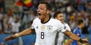 Le sosie d'Özil marque contre l'Italie