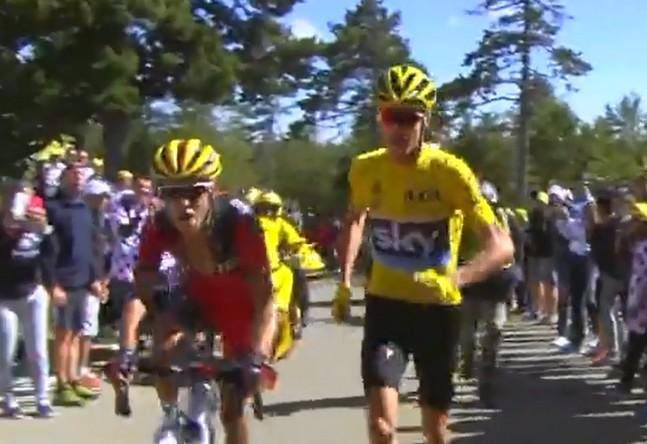 Encore un spectateur indiscipliné qui court à côté des coureurs !