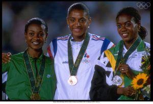 Atlanta 1996, Marie-José Pérec remporte le 200m devant Merlene Ottey (Jamaïque) et Mary Onyali (Nigéria). Elle avait déjà remporté le 400 mètres. Quel athlète français a fait mieux ?