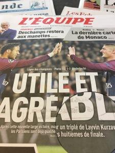 """Sous la photo de Neymar et Verratti, l'Equipe écrit """"triplé de Laywin Kurzawa"""", en première page, sans aucune prudence sémantique! Incroyable!"""