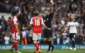 Michael Oliver ne se cache pas quand il vole Arsenal. Sous son arbitrage Arsenal perd deux fois plus souvent qu'il ne gagne. Dans les autres matchs la proportion est inversée, Arsenal gagne deux fois plus souvent qu'il ne perd.