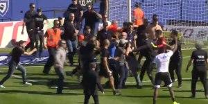 """Des """"supporters"""" bastiais envahissent le terrain pendant l'échauffement des joueurs"""